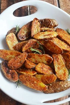 Crispy Sea Salt and Vinegar Roasted Potatoes. These are so crisp and flavorful, you'll want to eat them as a side dish for every meal! | blog.hostthetoast.com