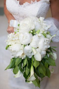 What a gorgeous bouquet of white peony, miniature calla lily, freesia, and oh, is that gardenia in the back?