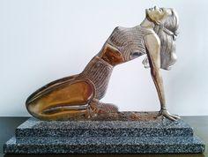 Escultura em bronze retro, original da década de ´40, figura de mulher, com pátina cromada com desg