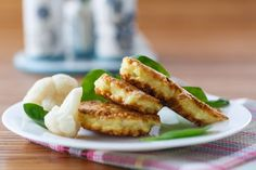 Delicious gluten free italian cauliflower fritters, delicious as a snack or on their own Kosher Recipes, Fish Recipes, Vegetarian Dinners, Vegetarian Recipes, Fancy Salads, Hanukkah Food, Hannukah, Cauliflower Fritters, Savory Snacks