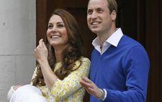 Kate salió ante las cámaras, reluciente junto al príncipe Guillermo para presentar en sociedad a su segunda hija Carlota Isabel Diana, la nueva heredera al trono británico. FOTO AP
