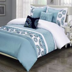 Moroccan Boho Medallion Pattern Blue Cotton 5 piece Duvet Cover and Shams Set with Decorative Pillows. Made of 300 thread count 100 soft egyptian cotton for a luxurious feel. Duvet Bedding, Comforter Cover, Blue Bedding, Comforter Sets, Duvet Cover Sets, Boho Bedroom Decor, Cozy Bedroom, Master Bedroom, Luxury Bedding Sets
