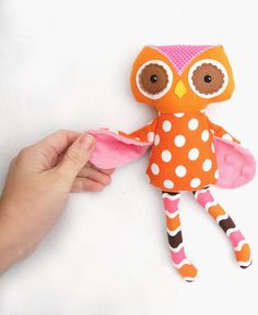 another mini owl doll made by Squishy Bee (facebook) - like the way the wings are folded and sewn on