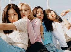 Find images and videos about kpop, rose and blackpink on We Heart It - the app to get lost in what you love. Kpop Girl Groups, Korean Girl Groups, Kpop Girls, Blackpink Jisoo, K Pop, Black Pink Jennie Kim, Lisa Blackpink Wallpaper, Blackpink Members, Black Pink Kpop