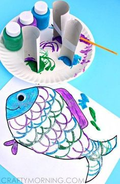 Make Fish Scales Using Paper Rolls - Rainbow Fish craft Kids Crafts, Summer Crafts, Toddler Crafts, Projects For Kids, Diy For Kids, Arts And Crafts, Beach Crafts For Kids, Summer Art Projects, Easy Crafts