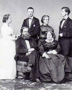 D Pedro II  e  Dnª Thereza Cristina  com as filhas e genros  Dnª Isabel  e  Conde D'Eu  +  Dnª Leopoldina  e  Duque de Saxe