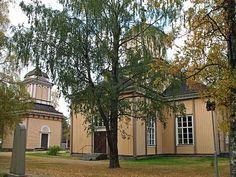 Halsuan kirkko ja tapuli. Kuva: MV/RHO Maria Kurtén 2006
