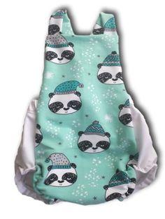 Ranita bebé invierno con panda mint. Hecha con tejido de algodón orgánico. 29,90€ Peplum, Women, Fashion, Tejido, Pandas, Caps Hats, Winter, Bebe, Moda