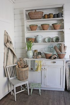 You can`t use up CREATIVITY. Farmhouse Chic, Vintage Farmhouse, Pantry Room, Vibeke Design, Cottage Floor Plans, Shabby, French Country Kitchens, Kitchen Photos, China Cabinet