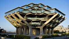 The Great Middle California Design Road Trip: Continue South to San Diego to see the futuristic Geisel Library at UCSD. San Diego Library, San Diego Travel, Unique Architecture, Stadium Architecture, Library Architecture, Futuristic Architecture, Architecture Photo, World Photo, Brutalist