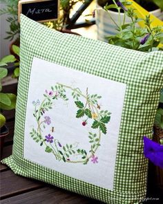 Midsummer / Middle of summer - Evening gatherings . Sewing Pillows, Diy Pillows, Decorative Pillows, Throw Pillows, Hand Embroidery Designs, Embroidery Patterns, Cross Stitching, Cross Stitch Embroidery, Sewing Crafts