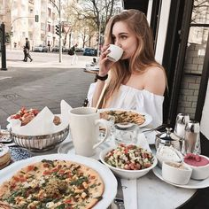 best breakfast and brunch restaurants in berlin serving your favorite breakfast non-stop, 24 hours a day: Pancakes, bagles, eggs benedict, coffee and Restaurant, Best Breakfast, Brunch, Hoodies, Nice Breakfast, Sweatshirts, Diner Restaurant, Parka, Restaurants