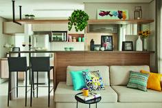 Apartamento pequeno com ambientes integrados e decoração neutra - cozinha americana