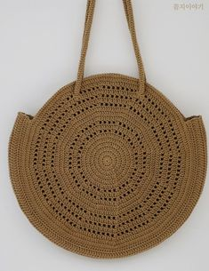 코바늘 가방 뜨리얀 라운드 바스켓 백 / 코바늘 여름 가방 / 뜨리6기 : 네이버 블로그 Crochet Circles, Crochet Handbags, Crochet Basics, Knitted Bags, Sisal, Clutch Purse, Straw Bag, Purses And Bags, Knit Crochet