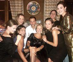 @alexandrebirman recebe convidados imprensa e compradores internacionais hoje em Paris para um jantar que celebra o lançamento da coleção de inverno 2017 da sua grife homônima no restaurante Caviar Kaspia. O time da Vogue (@danielafalcao1 @donatameirelles @srogar e @vicceridono) está por lá ao lado do próprio designer @johannasteinbirman @patybirman e Lucia Café (mãe de Alexandre e aniversariante do dia. Parabéns!). #voguenapfw #pfw #alexandrebirman  via VOGUE BRASIL MAGAZINE OFFICIAL…