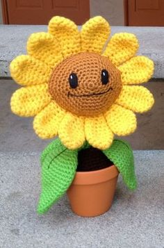 Happy Sunflower: PDF Amigurumi Crochet Pattern by Sonia ʚϊɞ Nesbitt Crochet Diy, Crochet Crafts, Crochet Dolls, Yarn Crafts, Crochet Sunflower, Sunflower Pattern, Crochet Flowers, Amigurumi Patterns, Knitting Patterns