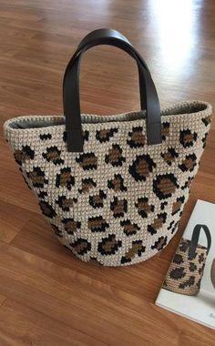 30 Creative DIY Bag Ideas for Women - GODIYGO.COM Crochet Shell Stitch, Crochet Tote, Crochet Handbags, Crochet Purses, Easy Crochet, Free Crochet, Purse Patterns, Crochet Patterns, Crochet Ideas