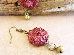 Acorn earrings, woodland jewelry, nature inspired, organic jewellery, burgundy earrings, burgundy jewellery, sparkly earrings, sparkle jewel de FamDdaear en Etsy
