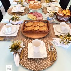 15 Ideas for breakfast table setting ideas Brunch Mesa, Brunch Table, Healthy Breakfast Menu, Breakfast Time, Breakfast Table Setting, Table Setting Inspiration, Food Places, Decoration Table, Cake Plates