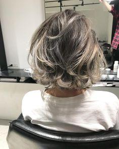 Pin by Mara Luca on Păr in 2019 Cool Short Hairstyles, Bob Hairstyles, Haircuts, Oil Slick Hair Color, Hear Style, Hair Arrange, Shoulder Hair, Stylish Hair, Love Hair