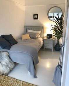 Superb Small Master Bedroom Decor Ideas To Try Asap Box Room Bedroom Ideas, Bedroom Layouts, Small Room Bedroom, Small Rooms, Home Decor Bedroom, Box Room Ideas, Modern Bedroom, Master Bedroom, Contemporary Bedroom