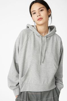 https://www.monki.com/en_eur/clothing/sweatshirts-hoodies/product.cropped-hoodie-grey.0591134004.html
