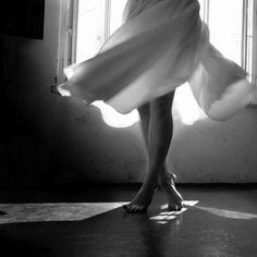 """""""Posso ser cheia de dúvidas, mas se tem uma coisa que não faz parte da minha vida é a paralisia. Você até pode me ver reclamar, berrar, me contorcer, mas de maneira nenhuma vai me ver calar, aceitar e me conformar com o que não for bom pra mim.""""  Fernanda Gaona"""