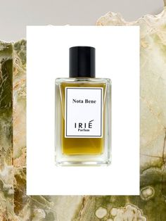 Nota Bene is a woody and masculine scent reminiscent of tabacco and old books