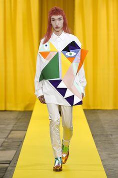 Walter Van Beirendonck Spring 2018 Men's Fashion Show Dirk Van Saene, Fashion Show, Mens Fashion, Fashion Design, Paris Fashion, Walter Van Beirendonck, Royal Art, Spring Summer 2018, Sock Shoes
