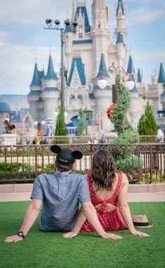 Disney world engagement magic kingdom florida wedding photog Disney World Fotos, Viaje A Disney World, Disney World Pictures, Cute Disney Pictures, Disney Worlds, Disney Honeymoon, Disney Vacations, Disney Trips, Disney Disney