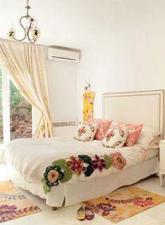 LADIES NIGHT.  De la más net a la más rococo, las habitaciones de mujeres siempre se animar al arte, al color y a las texturas. Románticas, modernas, vintage o clásica.  PARA TI DECO PLUS.