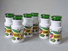 Vintage lot de 6 pots d'épices en verre made in par LeKosmosBerlin