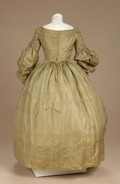 Dress with Pelerine Date Made ca. 1830 Object Number 1980-06-1 a,b