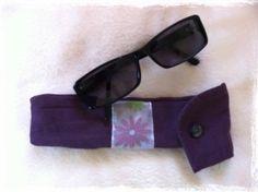Pochette à lunettes (ou glasses pouch) à la déco fleurie …