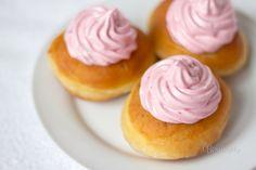 Šišky s jahodovým snehom Russian Recipes, Cereal, Cheesecake, Pudding, Breakfast, Food, Polish, Art, Basket