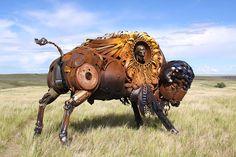 John donne vie à des sculptures animales titanesques entièrement réalisées à partir de pièces métalliques en tous genres