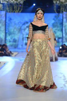 Gold & Black lehenga #lehenga #choli #indian #hp #shaadi #bridal #fashion #style #desi #designer #blouse #wedding #gorgeous #beautiful