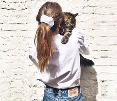 Yes, we want to wear hair ties; No, we have not lost our mind - Trend Scrunchie Hairstyles 90s Hairstyles, Pretty Hairstyles, Braided Hairstyles, Scrunchy Hairstyles, Evening Hairstyles, Scrunchies, Grunge Hair, Hair Day, Look Cool