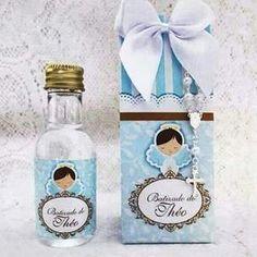 Água benta na caixinha. Uma fofura! @ateliecrisetiago #bebe #baby #batismo #batizado #lembranca #lembrancinha #lembrancabatismo #ateliecrisetiago #lembrancabatizado #lembrancinhabatismo #lembrancinhabatizado www.ateliecrisetiago.com.br Ideas Para Fiestas, Angel Art, Communion, Christening, Personalized Items, Bottle, Baptisms, How To Make, Crafts