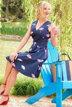 Reese Witherspoon wearing Draper James Umbrella Love Circle Dress in Nassau Navy and Draper James Stripe Straw Tote