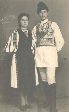 Romanian traditional costumes Part 1 Port national Romanian Men, Ancient Beauty, Brave New World, Folk Fashion, Eastern Europe, Traditional Outfits, Most Beautiful, Vintage Portrait, Clothes