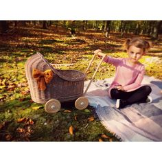 Wiklibox wicker & alder wood doll stroller in BROWN colour with soft muslin bedding. Many colours available. Dolls Prams, Straw Bag, Wicker, Little Girls, Bows, Colours, Painting, Arches, Toddler Girls