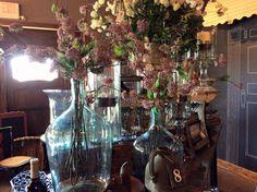 Glass and flowers #roograyson #flowers #florist #glass #decor #homedecor #design