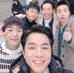 Just Photos of the Four North Korean Soldiers Under Captain Ri Junghyuk's Command in 'Crash Landing on You' to Show Their Sweet Chemistry Korean Actresses, Asian Actors, Korean Actors, Actors & Actresses, Kim Young Min, Lee Shin, Tv Show Couples, Best Kdrama, Netflix