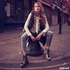 lässige, extralange Fransenweste zu Skinny-Jeans #RichandRoyal