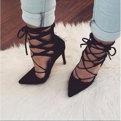 ba865a500e6 Tacones con agujetas que se convertirán en tu obsesión. Sapato Alto  Feminino ...