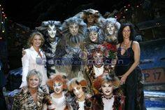 Reni van Maren Cats That Dont Shed, Cat Sketch, Cats Musical, Musicals, Fandom, Sketches, Van, People, Drawings