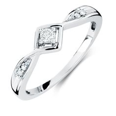 Treat her like the princess of the world by giving her our exclusive promise princess ring. Yes, you are reading right, you can buy princess promise rings only from our website. Princess Promise Rings, Rose Gold Promise Ring, Promise Rings For Couples, Rings For Men, Perfect Engagement Ring, Engagement Jewelry, Jewelry Rings, Jewellery, Schmuck