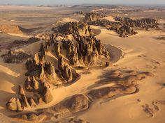 Beautifully eroded rocks - Tassili du Hoggar, Sahara Desert, #Algeria (by George Steinmetz)
