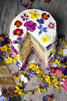 Happinez Cake with Love Flowers Lemon Pistachio Peanutbutter & Blackberry <3